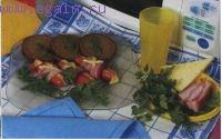 Сосиски, запеченные с грудинкой и сыром
