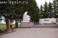 К памятнику в Выползово.